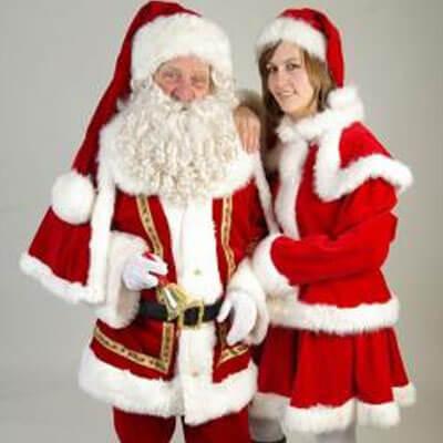 Rondlopende Kerstman en Vrouw